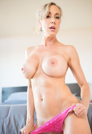 Seducing Soccer mom does yoga but it seems that it goes much easier being nude