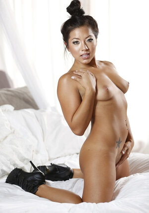 Shaved bruiser roughly stretches in bed exotic girlfriend with good assets