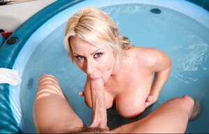 Xxxxxl-size blonde MILF Carolyn Reese gets big long dick on the less seasoned lover