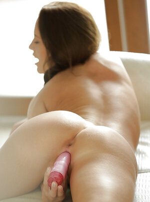 In the morning, kitten takes her pink dildo and masturbates while nobody is home